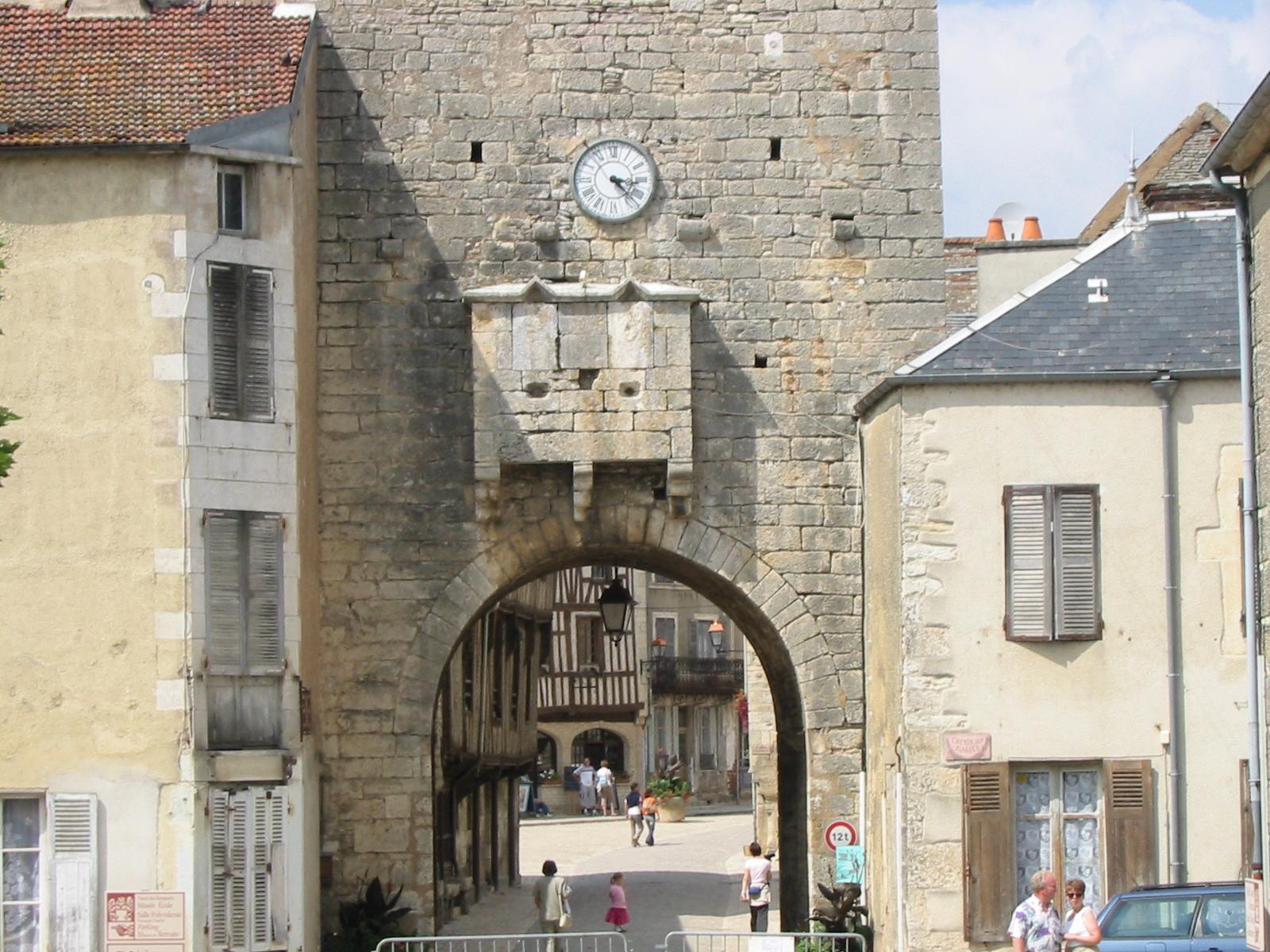 La porta d'ingresso di Noyer-sur-Serein – © Philippe Alès