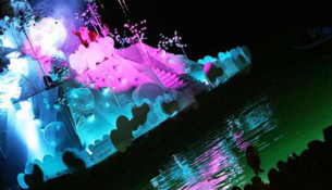 L'arrivo di Babbo Natale in barca a Saint-Tropez