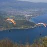 Francia, Rhone Alpes,  parapendio attorno al lago di Annecy