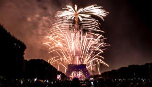 Feu_d'artifice_du_14_juillet_2014_-_Tour_Eiffel_(23)