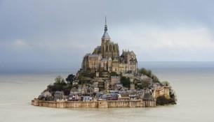 Eccezionale alta marea: Mont-Saint-Michel ritorna isola